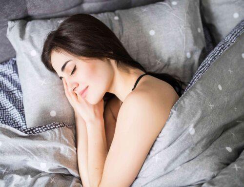 翻來覆去總是睡不好嗎? 靠這六招睡前瑜珈 燃脂又助眠!